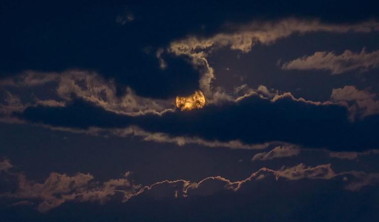 Како изгледаше изгревот на полна месечина вечерва над Охрид и Охридско Езеро (Фото) – Охрид