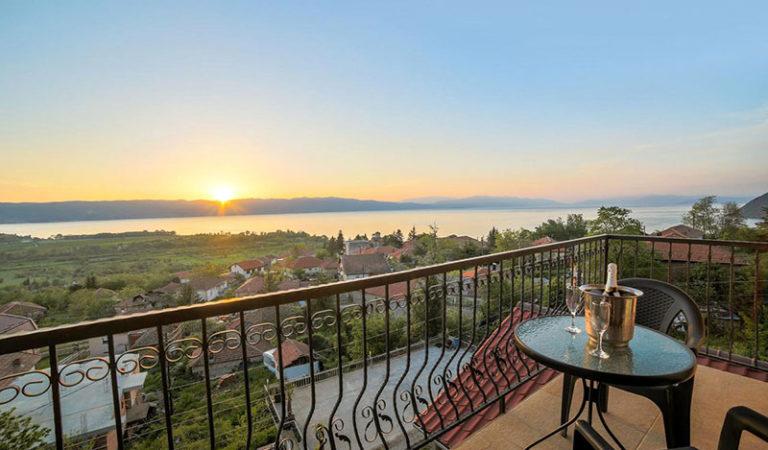 Незаборавен поглед кон Охридското Езеро – Апартмани Ристески Љубаништа