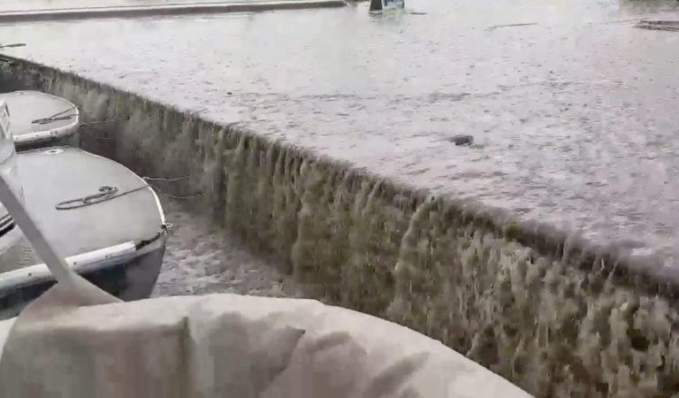 Видео: Поројниот дожд во Охрид го претвори пристаништето во водопад