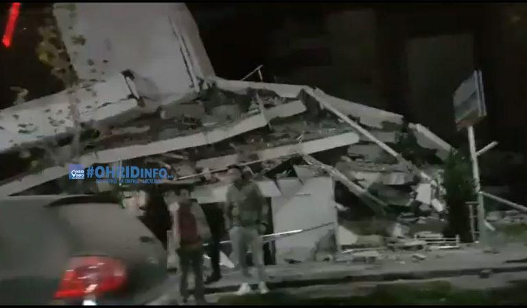 Срушени згради на првите видеа од штетите во Драч, епицентарот на земјотресот утрово