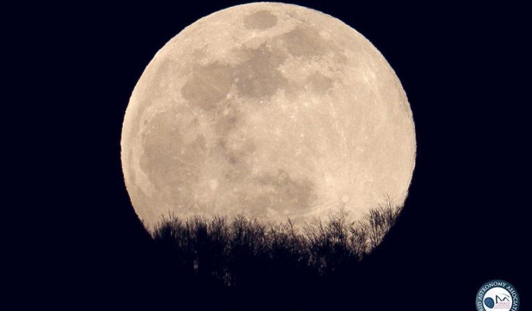 Видео/Фото: Супер Розева Месечина изгреа вечерва над Охрид