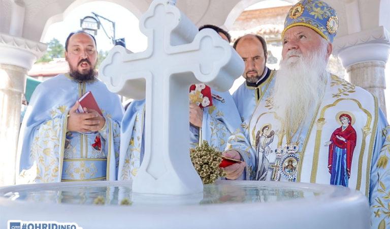 Во чест на празникот Пресвета Богородица, осветен мозаикот и фреско живописот во Каменско