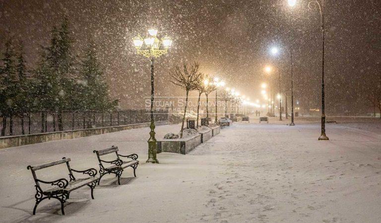 Фото: Снежната бура пристигна во Охрид